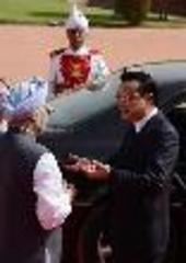 India, China vow to end border dispute, sign 8 agreements